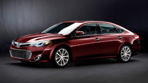 2013 Toyota Avalon first car to offer wireless charging [video]