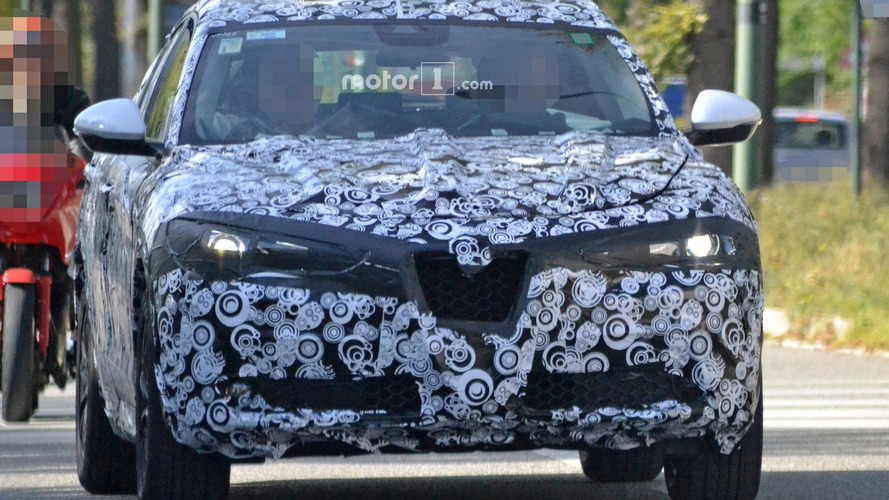 2018 Alfa Romeo Stelvio spy photos
