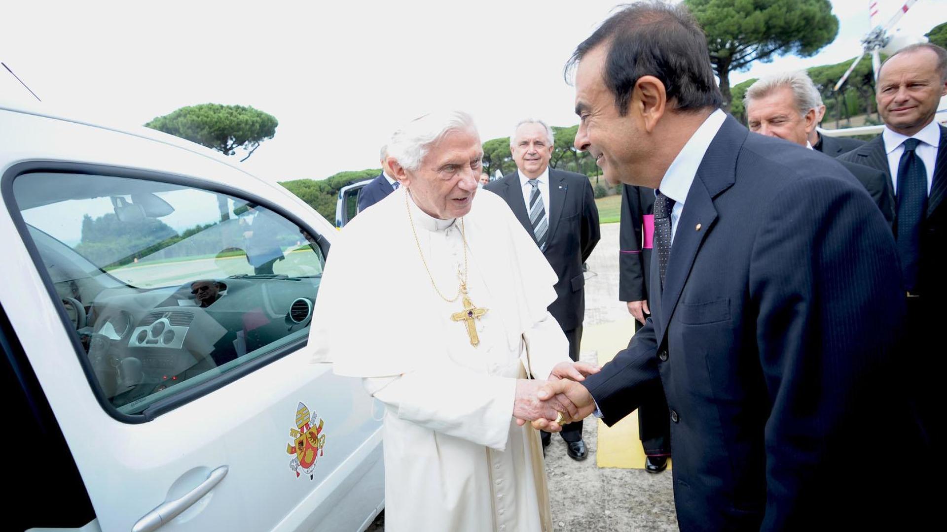 Pope Benedict XVI gets a Kangoo Z.E.