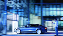 Stefan Stumper sends a smartphone command to Audi A7 Sportback to park itself 01.03.2012