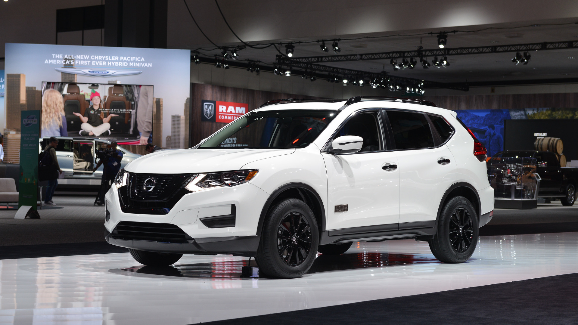black nissan rogue with 2017 Nissan Rogue Star Wars La on 2016 Honda Cr V as well Updated 2019 Nissano Murano Spied First Time in addition 2018 Nissan Rogue Hybrid Price And Release Date also File 05 06 Nissan Altima besides Danh Gia Xe Santafe 2019.
