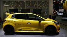 Renault Clio R.S. 16 concept gets some floor time in Paris