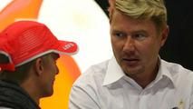 Hakkinen advises McLaren to keep Kovalainen