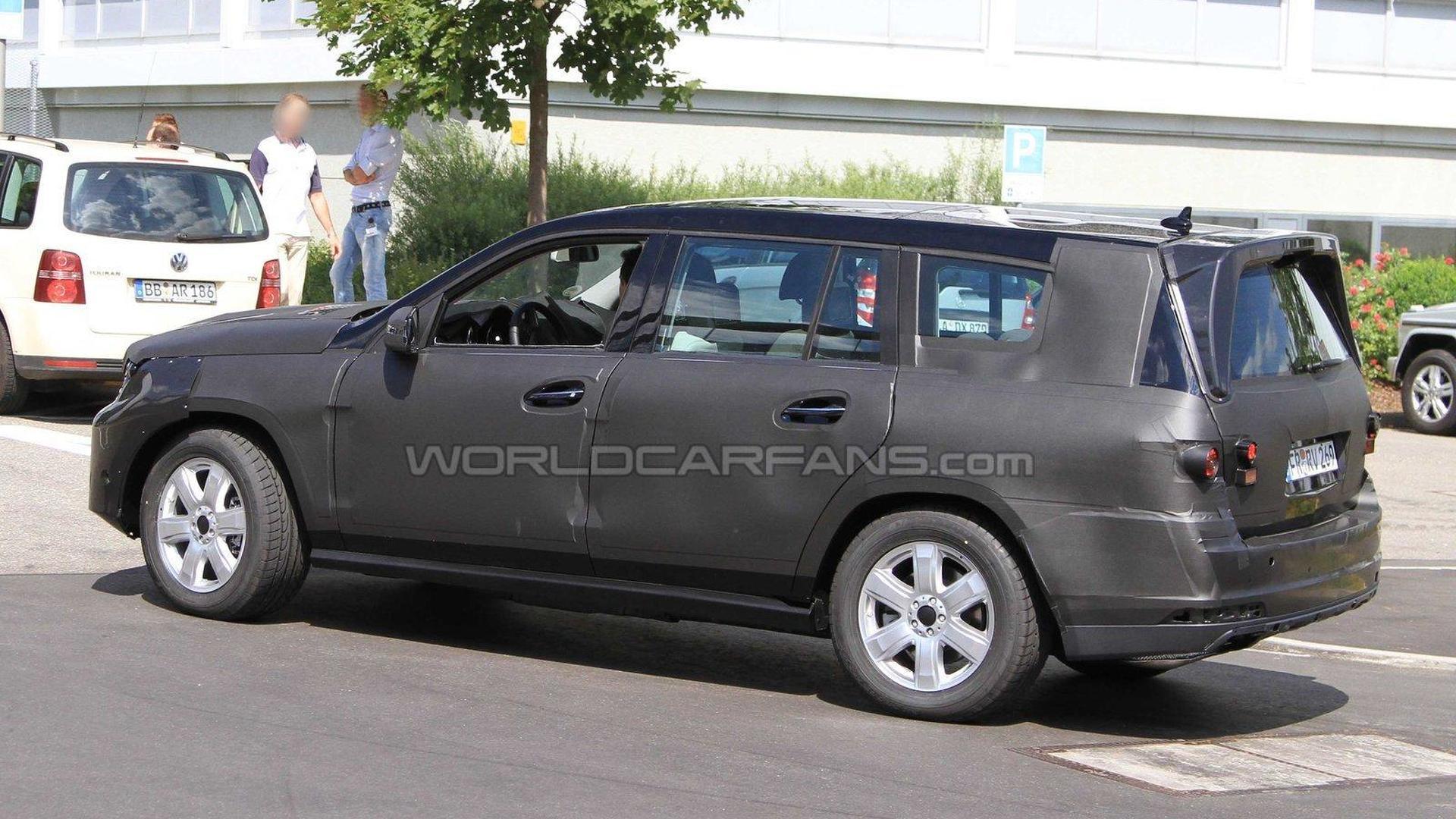Next-generation 2012 Mercedes GL-Class spied