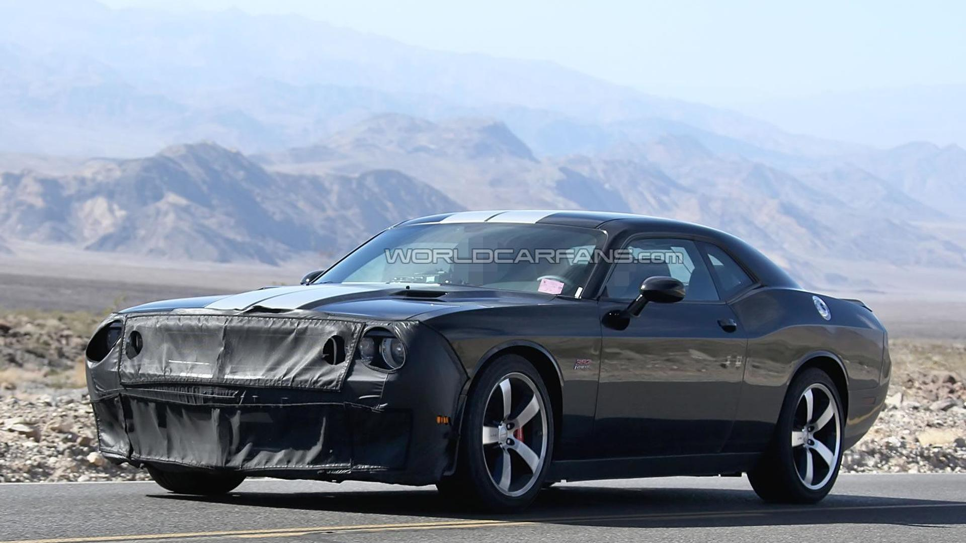 2015 dodge challenger srt8 hellcat spied testing. Black Bedroom Furniture Sets. Home Design Ideas