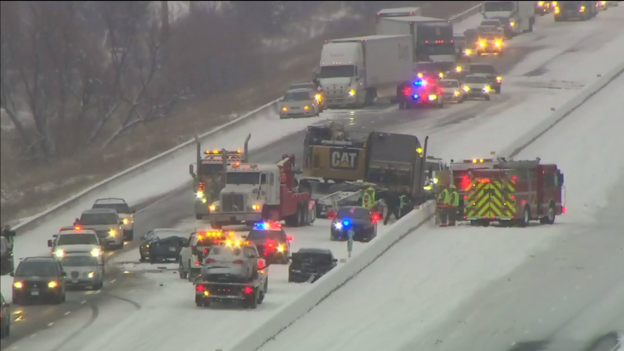 Nearly 100 car pileup on Highway 401, video