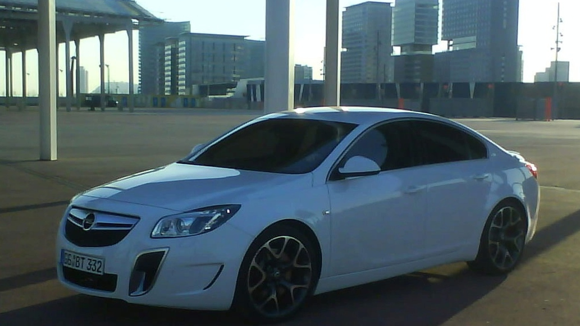 Opel Insignia OPC Caught Out in the Open