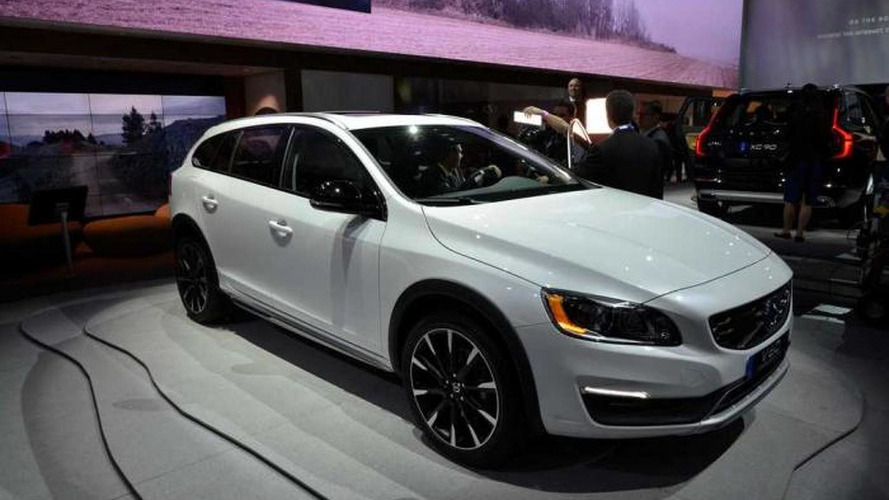 Volvo V60 Cross Country shows its rugged looks in LA