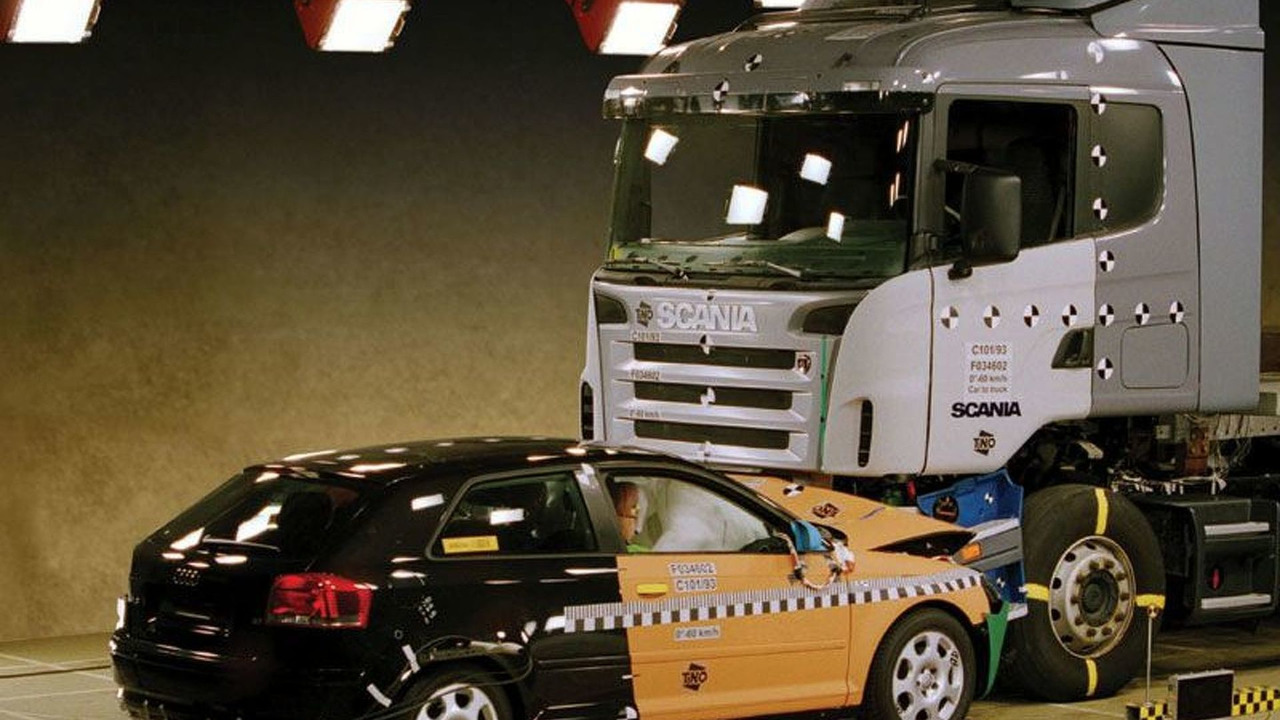A3 crash test with truck