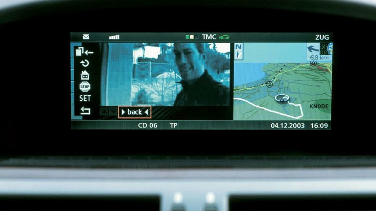 Open front door with webcam pictures to the car