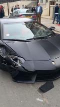 Matte black Lamborghini Aventador collides with BMW 320d in London [video]