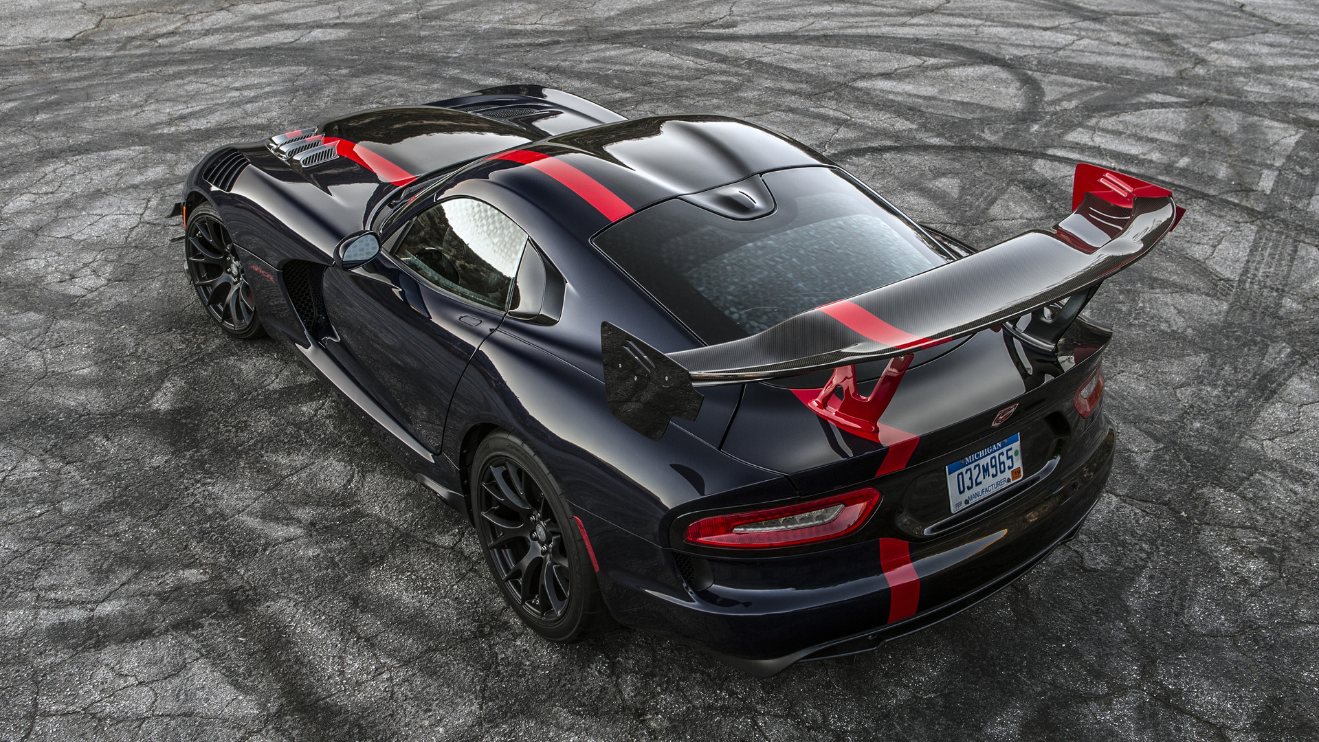 dodge viper acr gets dissected by engineering explained. Black Bedroom Furniture Sets. Home Design Ideas