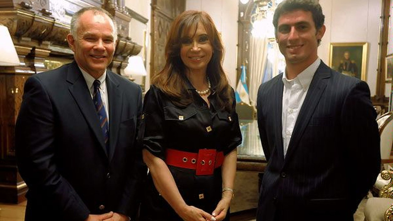 Peter Windsor, Cristina Fernandez de Kirchner and José Maria Lopez, USF1, 25.01.2010 - 600
