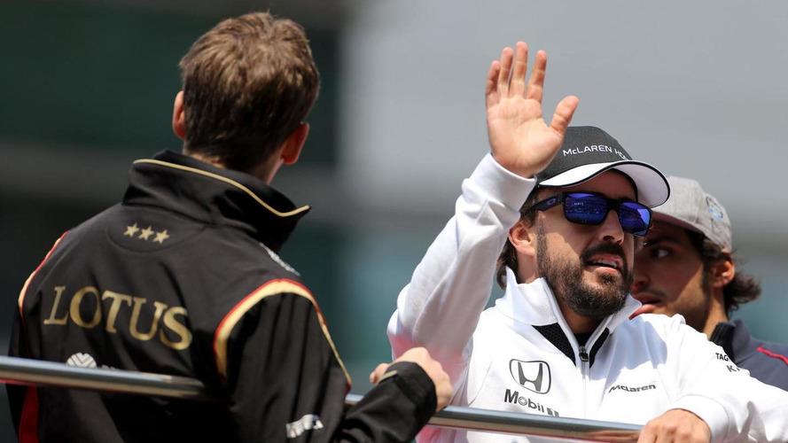 McLaren backs under-fire Alonso