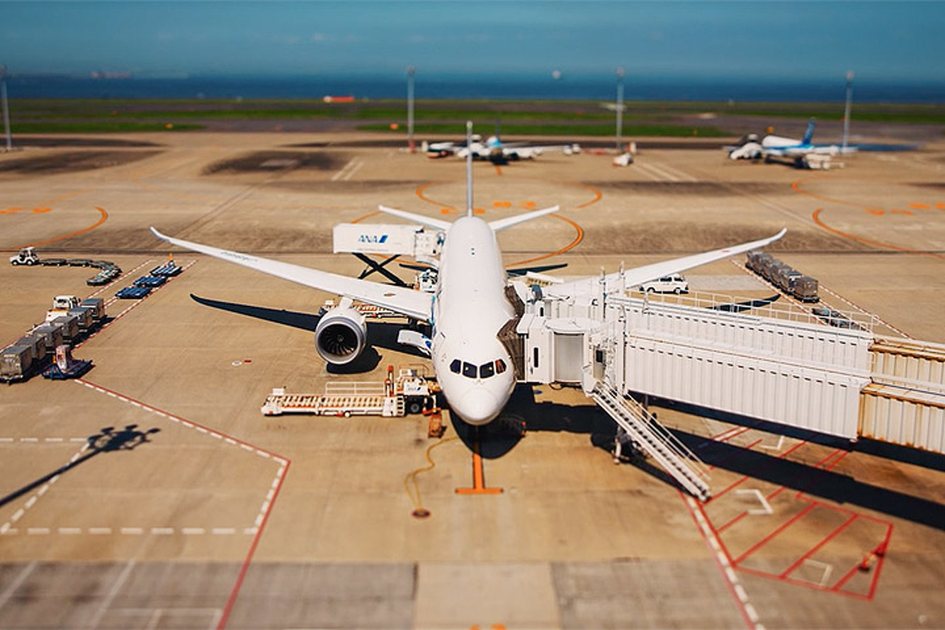 This Time Lapse Video Turns an Airport from Mundane to Magical