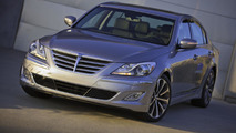 2013 Hyundai Genesis loses an engine, gains new tech