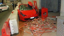 Ferrari 458 Italia crashes in Monaco tunnel, ends on the sidewalk