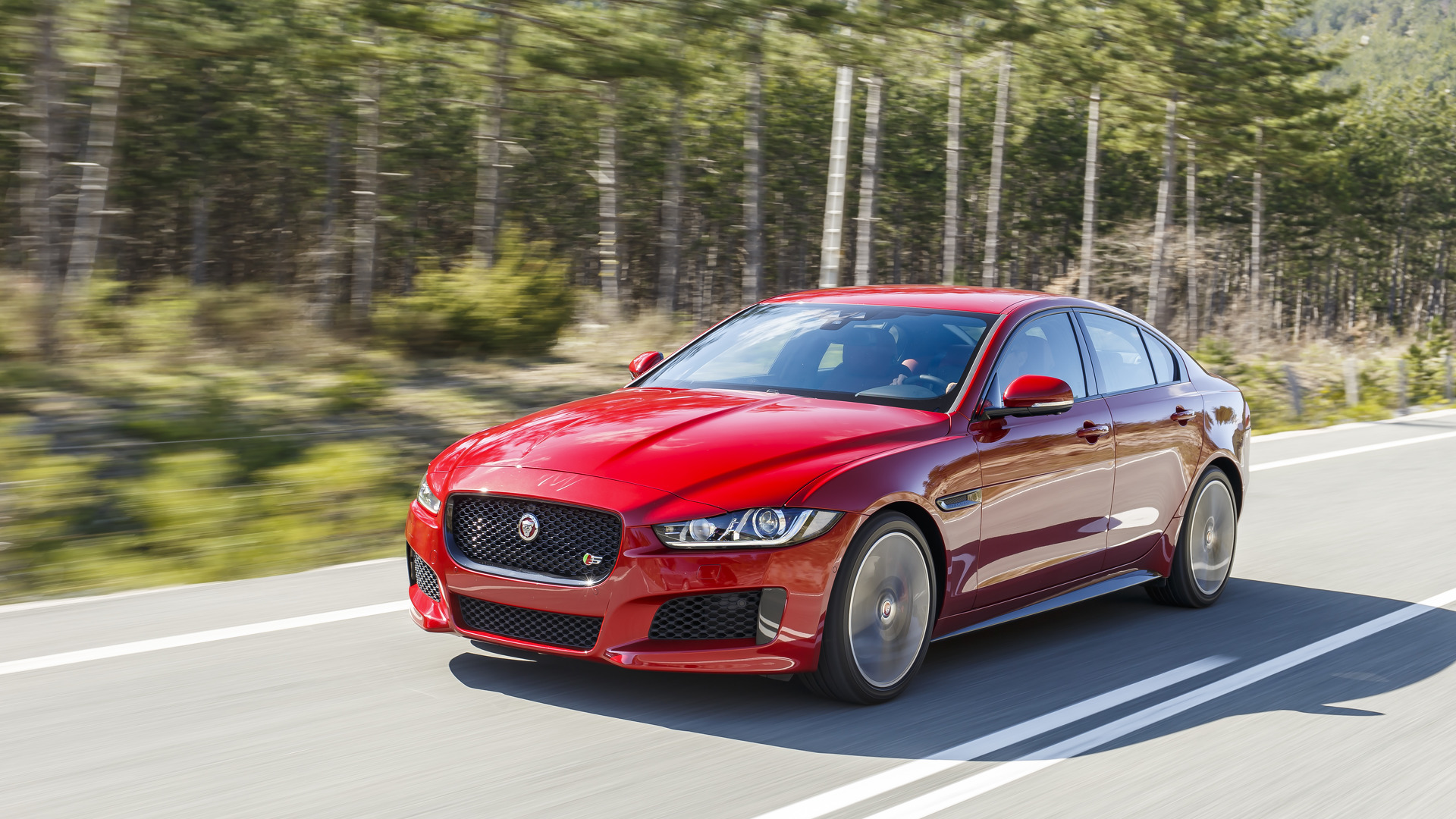 Jaguar Land Rover could move to straight-six engines in 2017