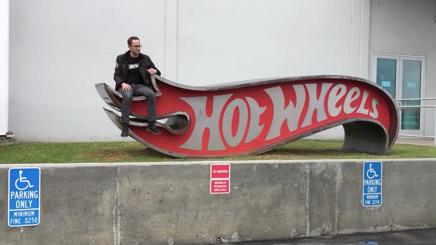 Hot Wheels' cool office revealed in mannequin challenge video