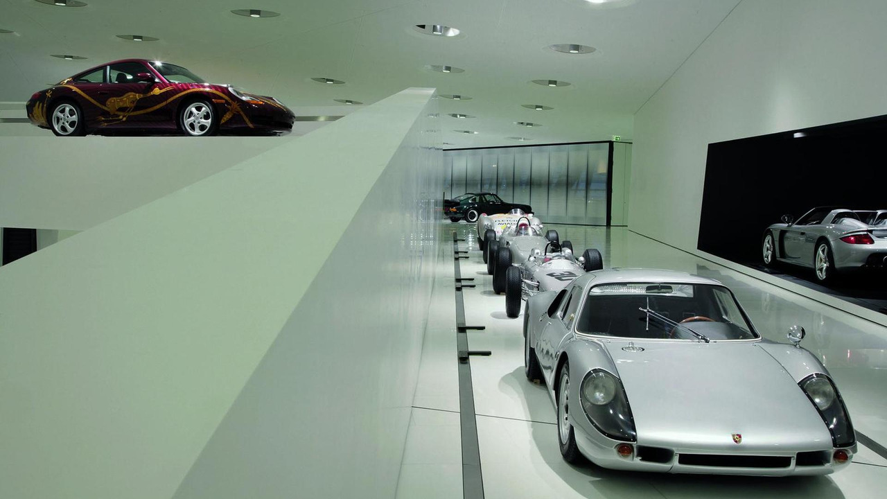 Porsche Museum exhibition: Porsche 904 Carrera GTS, 1964 (right) and Porsche 911 Carrera 'Biggibilla', 1999 (top left)