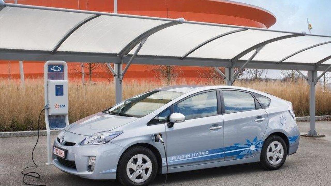 Toyota plug-in Prius for Paris 28.03.2011