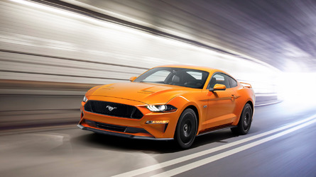 2018 Ford Mustang boasts more power and new look, drops the V6