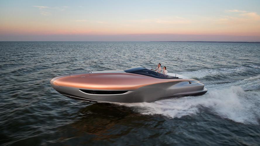 Lexus se jette à l'eau et présente son premier yacht