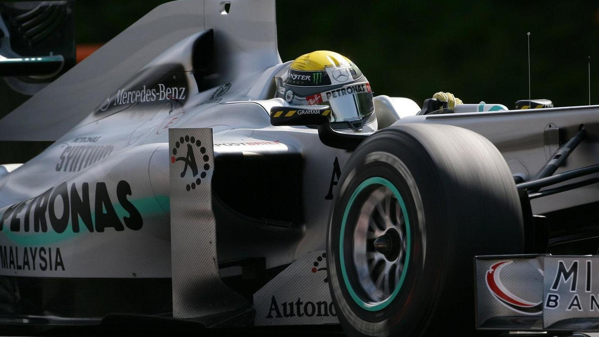 Williams mechanic knocked out by Rosberg tyre
