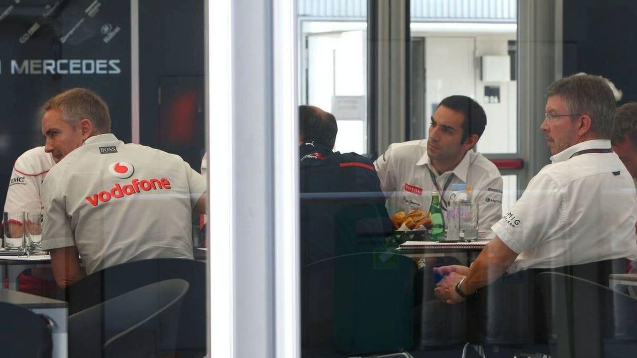 FOTA meeting at McLaren with Ross Brawn (GBR) Team Principal, Brawn GP, Martin Whitmarsh (GBR), McLaren, Chief Executive Officer, Franz Tost (AUT), Scuderia Toro Rosso, Team Principal, Japanese Grand Prix, Suzuka, Japan, 04.10.2009