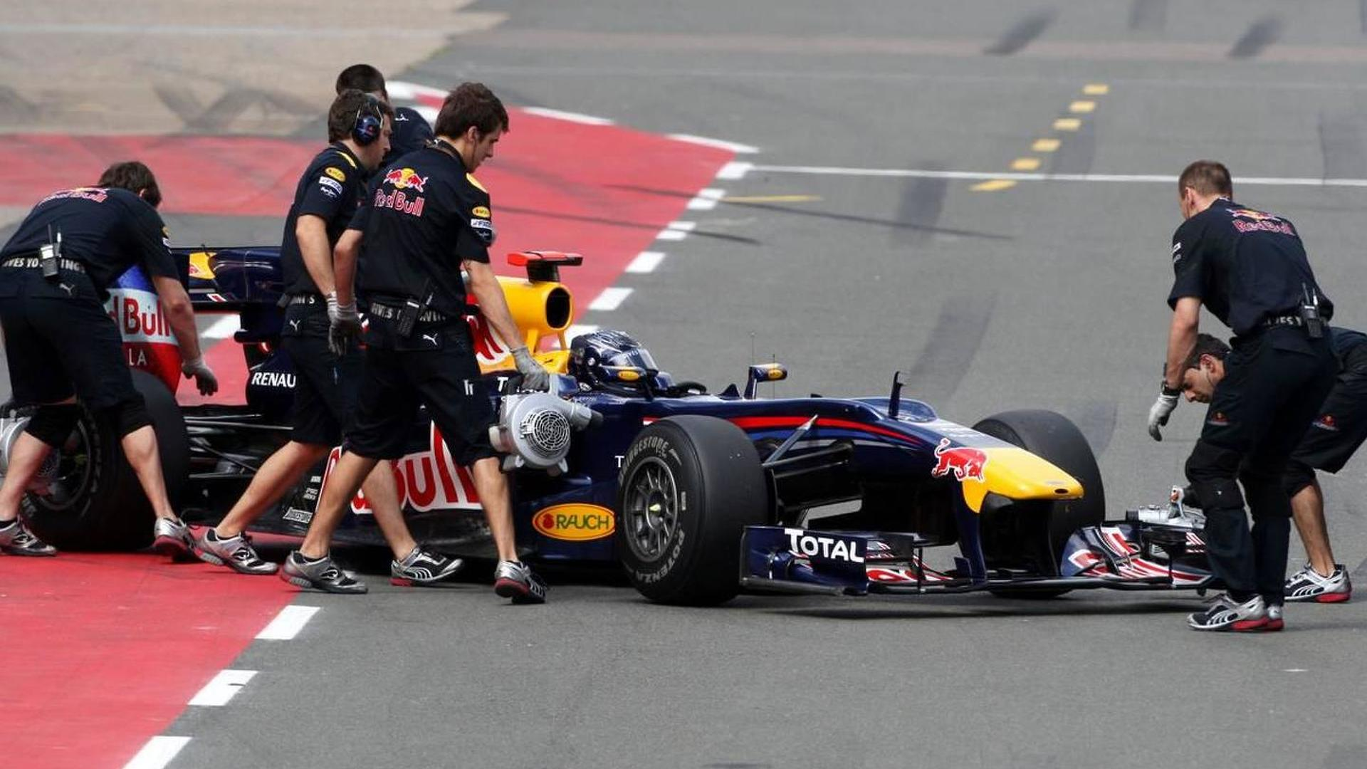 Nose-wing scare for quick Vettel in final practice