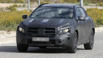 2014 Mercedes-Benz GLA caught in action [video]