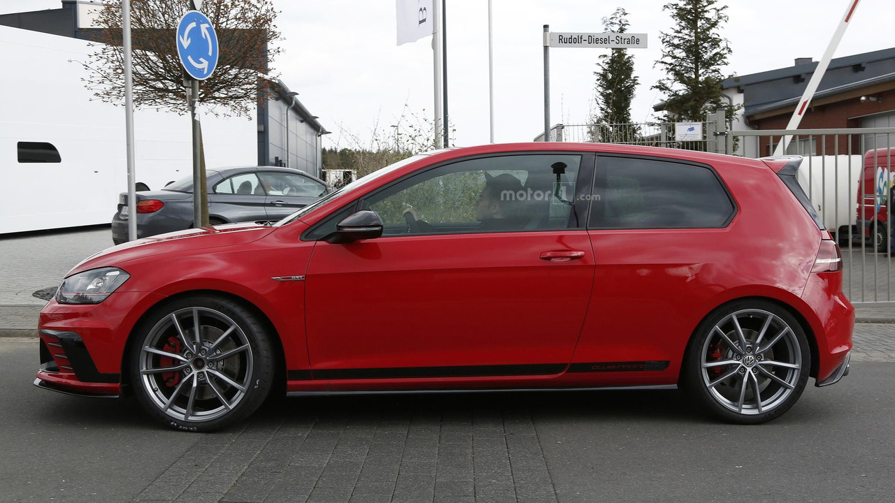volkswagen golf gti clubsport s spied for the first time 34 pics. Black Bedroom Furniture Sets. Home Design Ideas