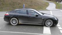 2013 Porsche Panamera Facelift spy photo