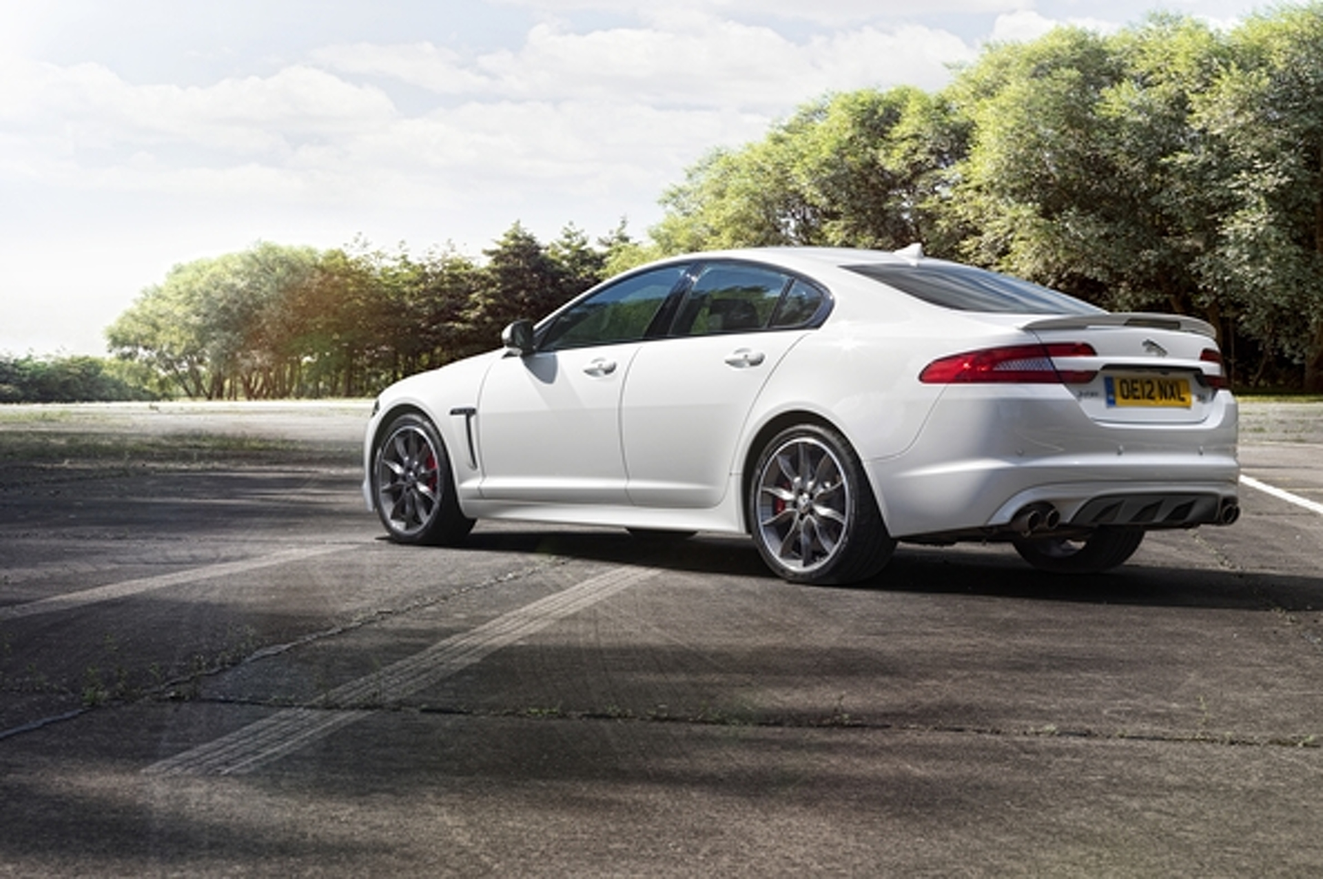 Jaguar XFR Speed Pack Breaks Cover in Moscow