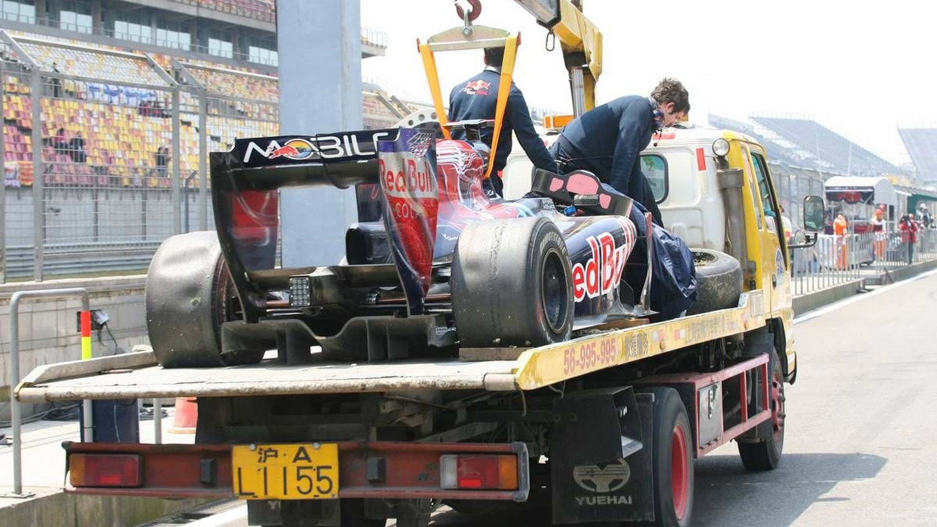 Buemi asks Toro Rosso for new STR5 chassis - report