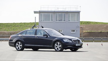 """Automated Driving"" at Mercedes-Benz - For the testing of assistance systems Mercedes-Benz has a 20,000 m test site for ""automated driving"" in Sindelfingen."