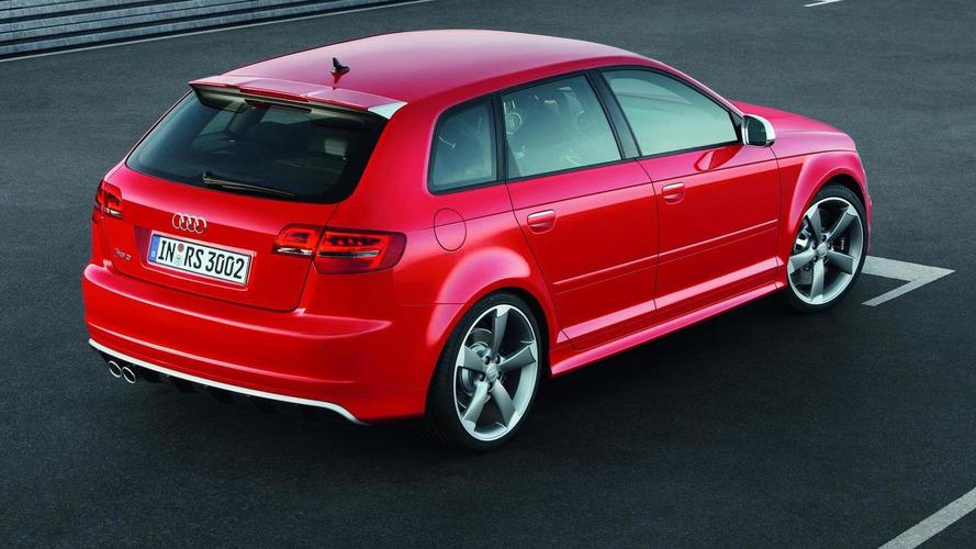 Audi RS3 Sportback versus BMW 1M Coupe in quarter mile [video]