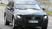 Mercedes R-class Facelift Spy Photo