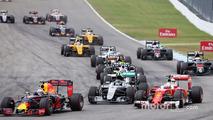 Daniel Ricciardo, Red Bull Racing RB12, Nico Rosberg, Mercedes AMG F1 W07 Hybrid and Sebastian Vettel, Ferrari SF16-H at the start of the race