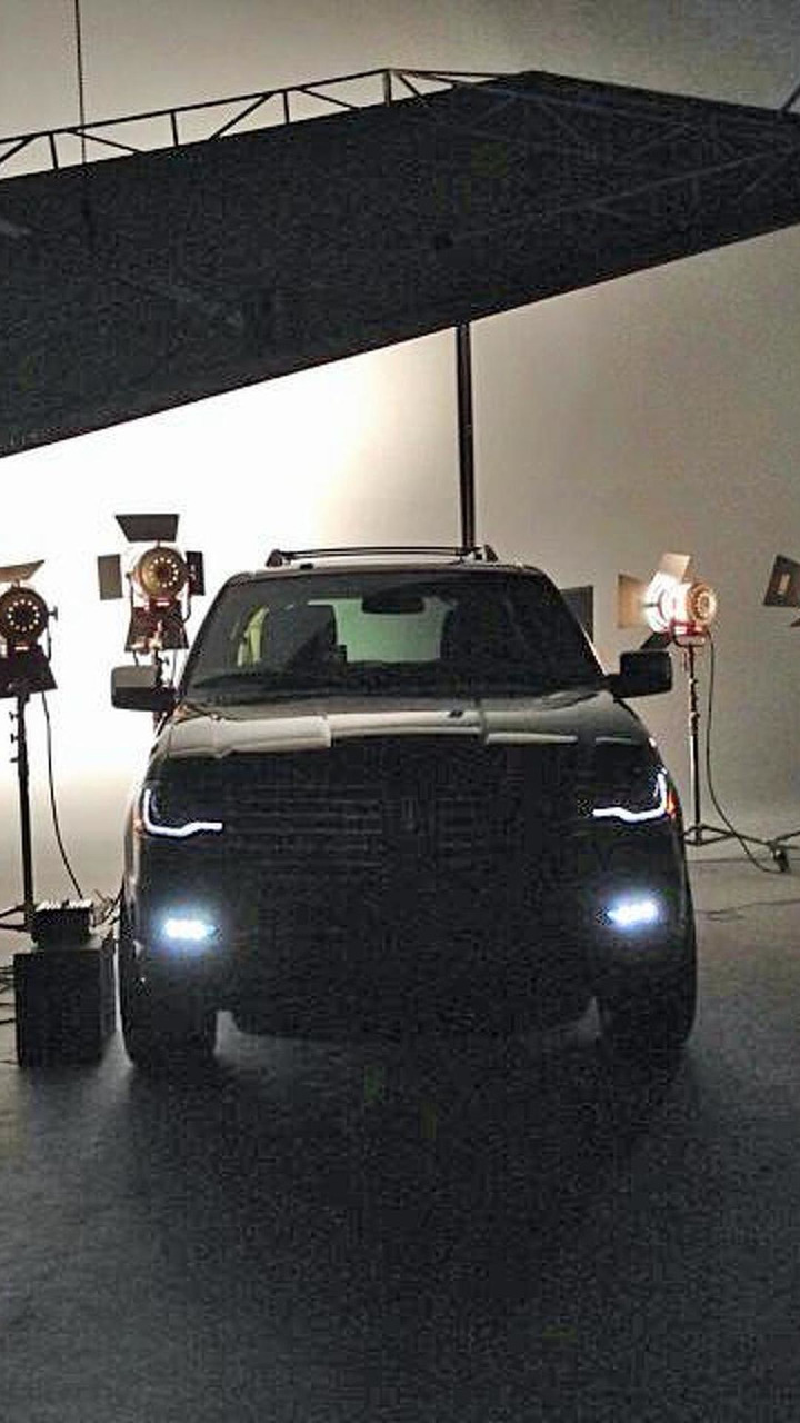 2015 Lincoln Navigator teaser image (enhanced)