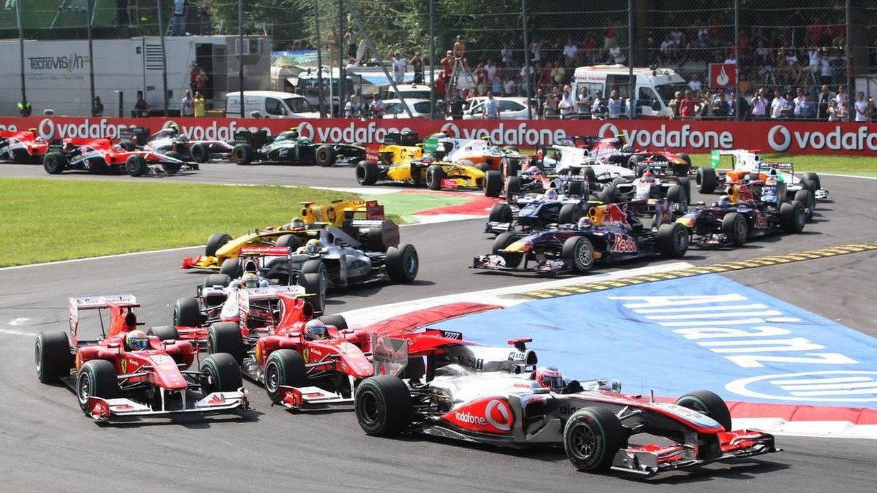 Jenson Button (GBR), McLaren Mercedes leads the start of the race, Rd 14, Italian Grand Prix, Sunday Race, 12.09.2010 Monza, Italy