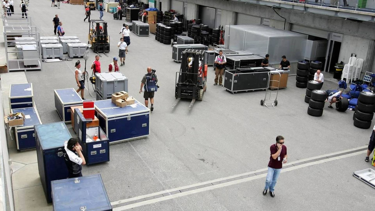 Teams packing up during the race, Formula 1 World Championship, American Grand Prix, 19.06.2005 Indianapolis, USA