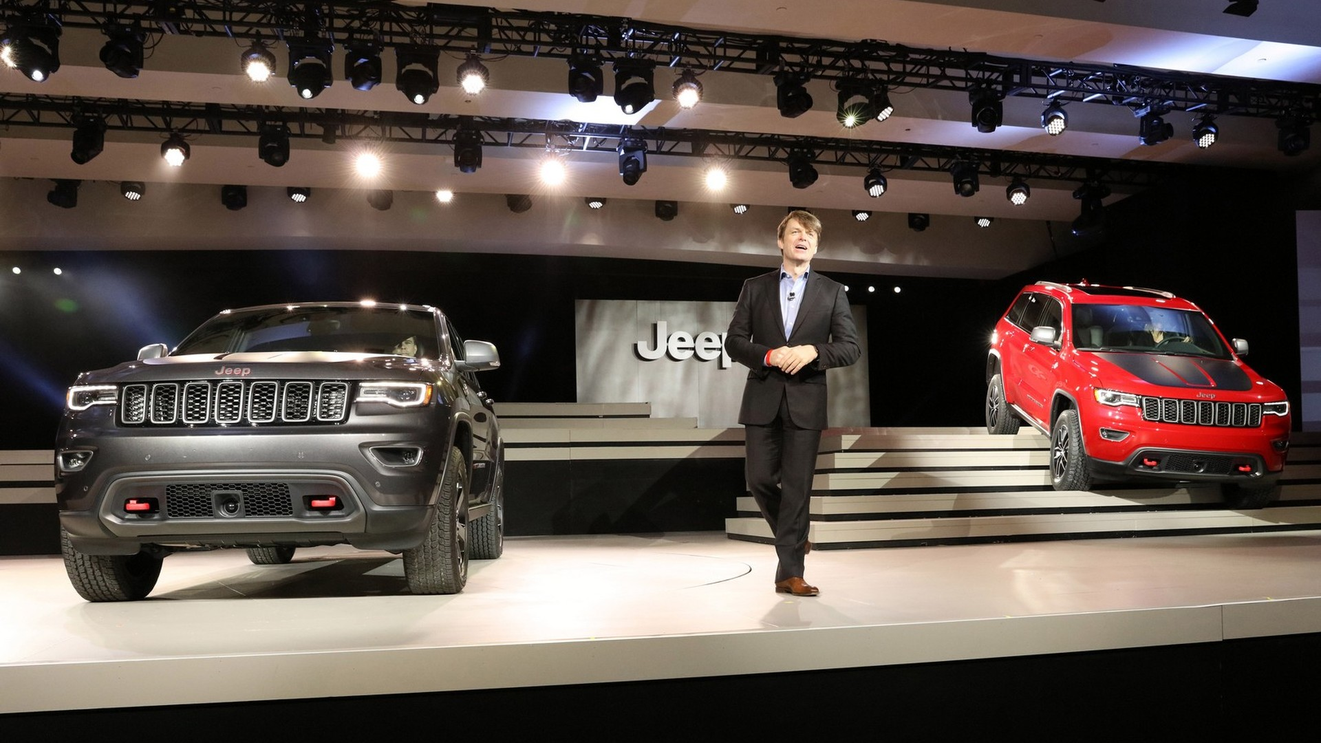 2017 jeep grand cherokee trailhawk and summit debut in nyc. Black Bedroom Furniture Sets. Home Design Ideas