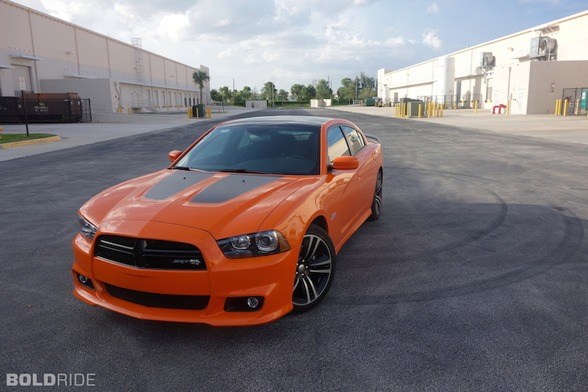 2014 dodge charger srt super bee review a big american. Black Bedroom Furniture Sets. Home Design Ideas