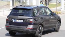 2012 Mercedes-Benz ML-Class spied on the street [video]