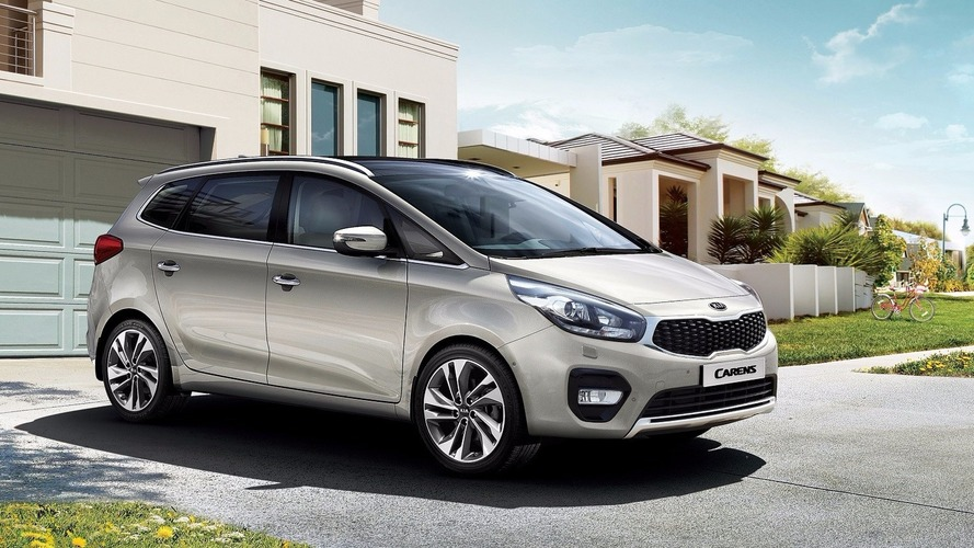 Kia Carens facelift revealed in Europe