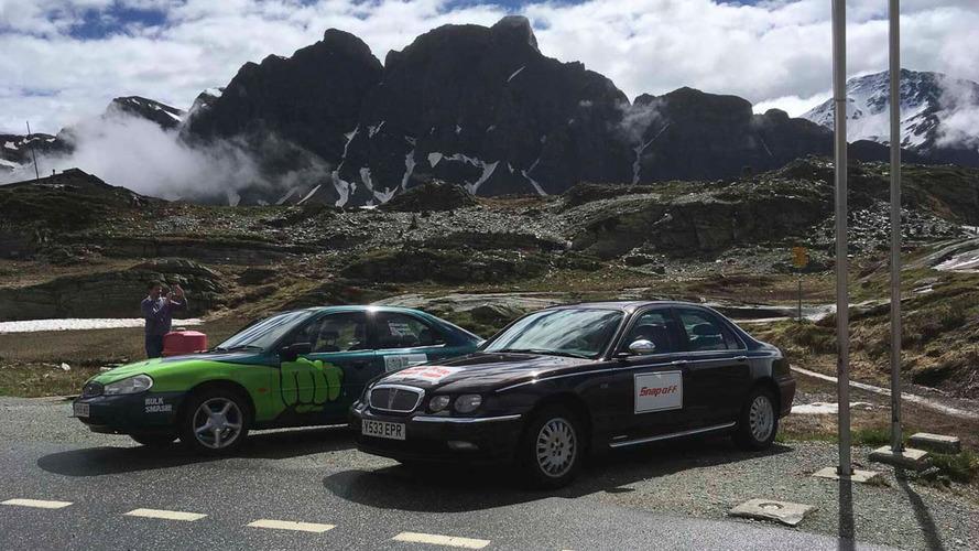 Rusty Rally ajuda a caridade com carros velhos em belas paisagens