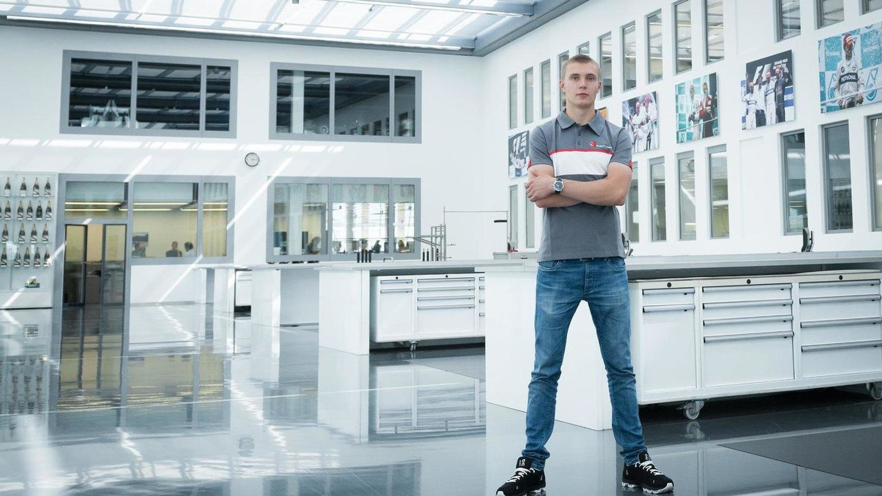 Sergey Sirotkin visiting Sauber headquarters 21.08.2013