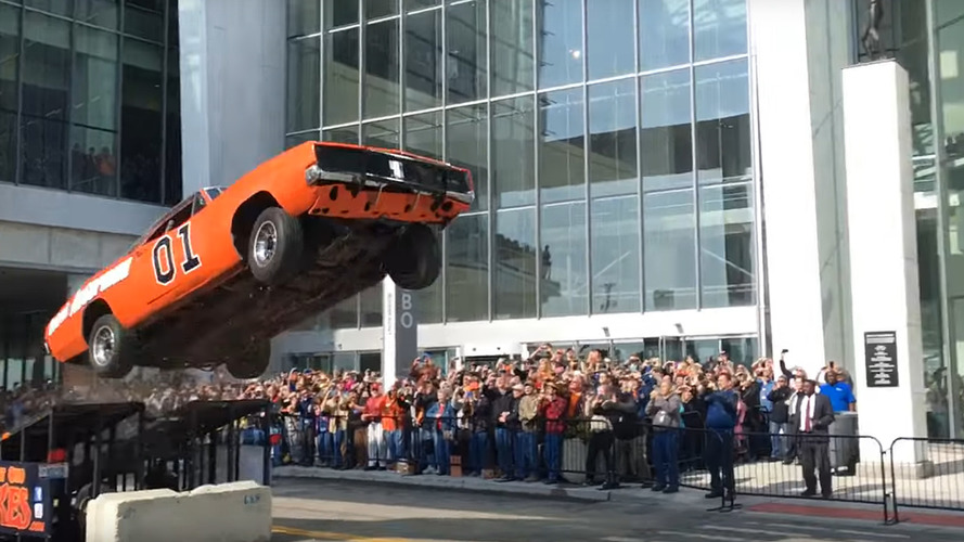 Big surprise – General Lee wrecked after stunt jump on Detroit streets