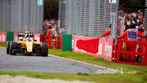 Jolyon Palmer, Renault Sport F1 Team RS16 as red flags stop the race